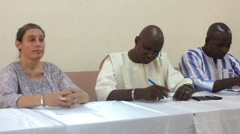 Le Directeur du livre et du développement éditorial, Valentin Kambiré (au milieu), lors de l'activité