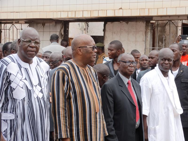 L'ancien Président du CNT et l'ancien Président Jean Baptiste Ouédraogo aux côtés des autorités actuelles © Burkina24