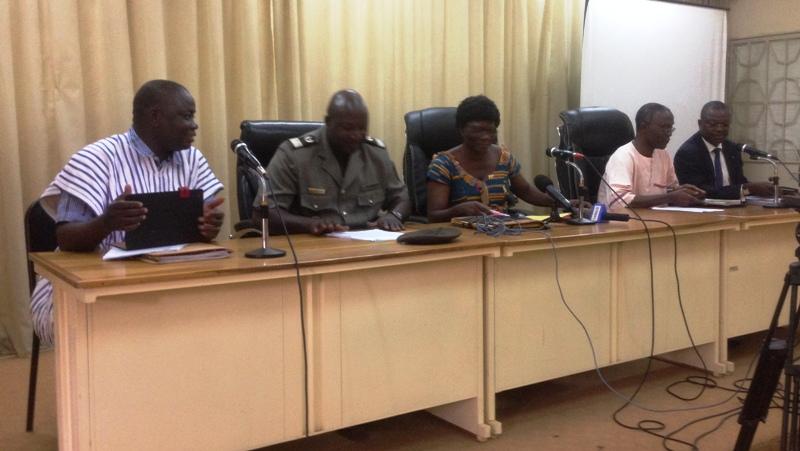 Le présidium lors de la conférence de presse.