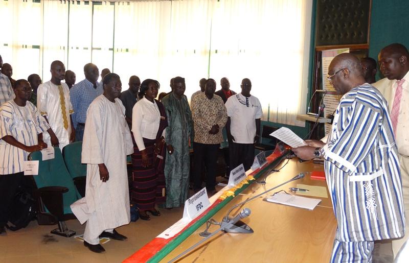 Les membres de la Commission nationale de contrôle des engrais ont été installé dans leur fonction par le ministre de l'agriculture © Burkina24