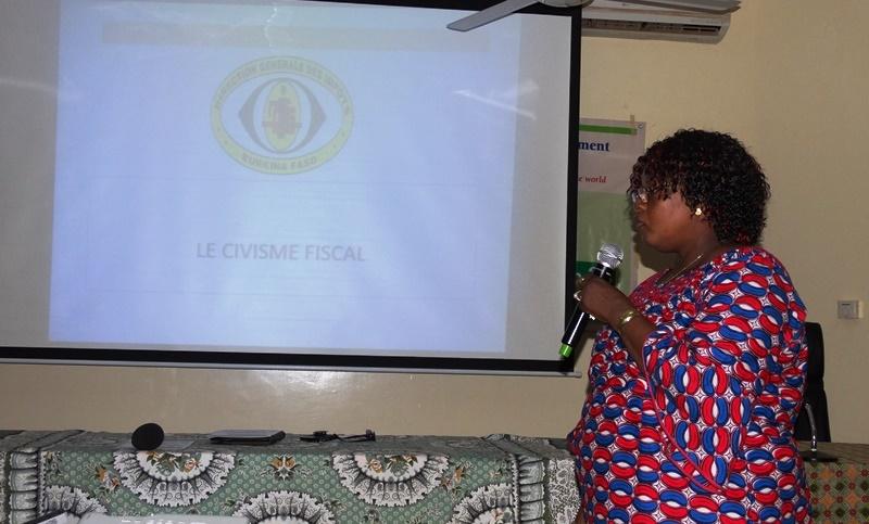 Marise Moise Kaboré, directrice provincial des impôts a entretenu les participants sur le civisme fiscal