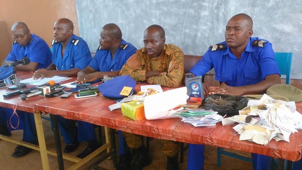 Les gendarmes pendant la conférence de presse