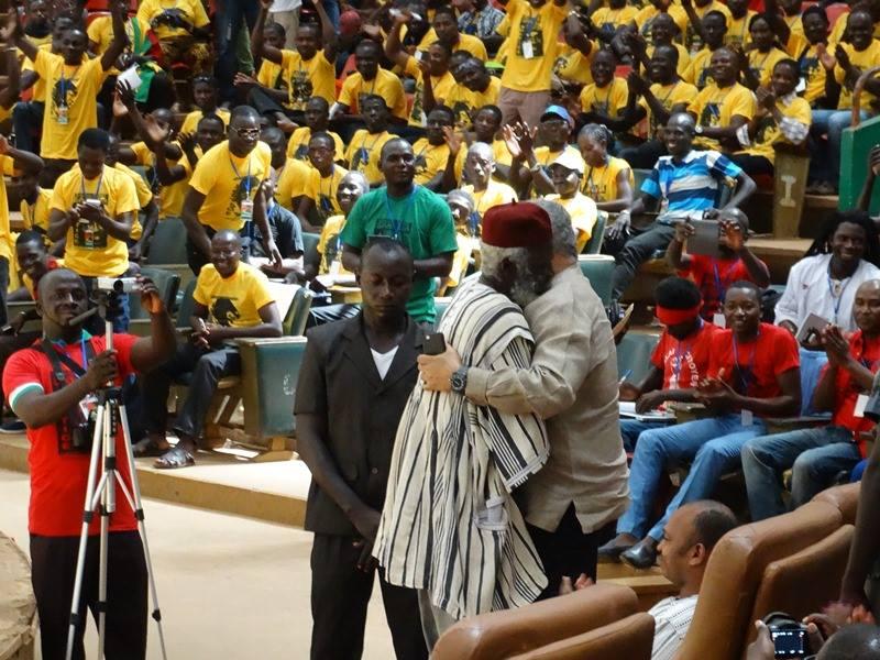 Chaudes accolades entre Jerry Rawlings et Boukari Kaboré dit Le Lion
