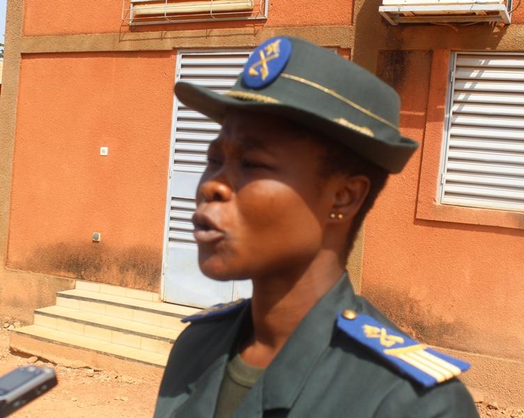 La seule dame de la promotion, capitaine Amoin Koffi de la Côte d'Ivoire