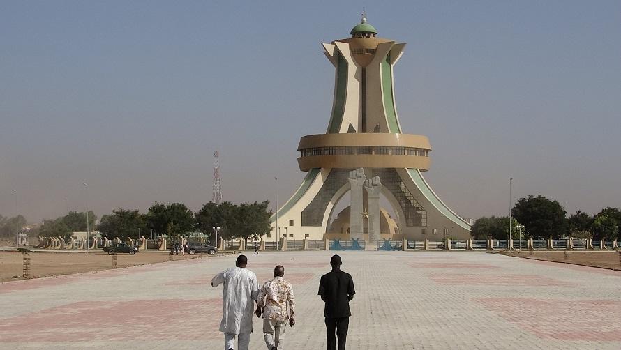 Simon Compaoré va inspecter les travaux sur le site du monument aux héros nationaux