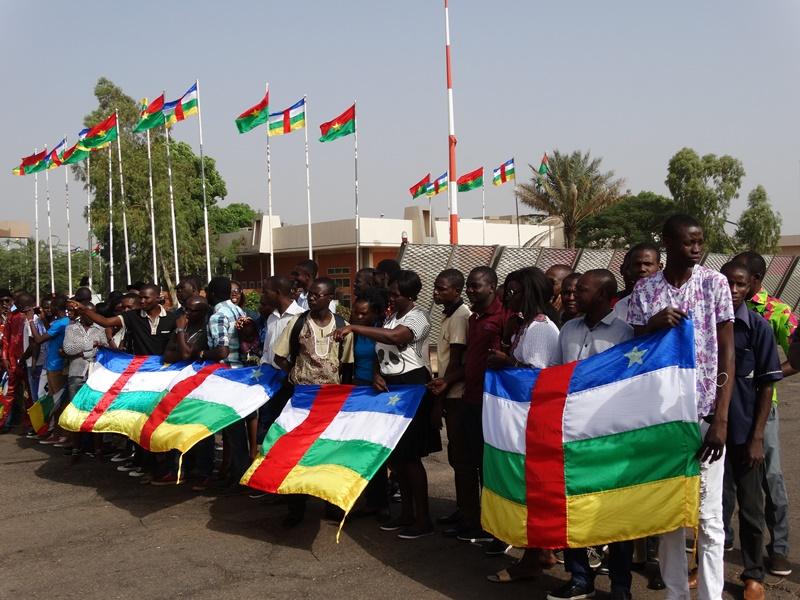 La communauté centrafricaine présente au Burkina est allée accueillir le Président à l'aéroport © Burkina24