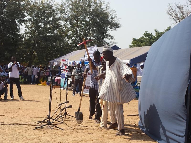 La pièce présentée par la Troupe théâtrale Le Progrès a été un des moments forts de la commémoration à Koalaga © Burkina24