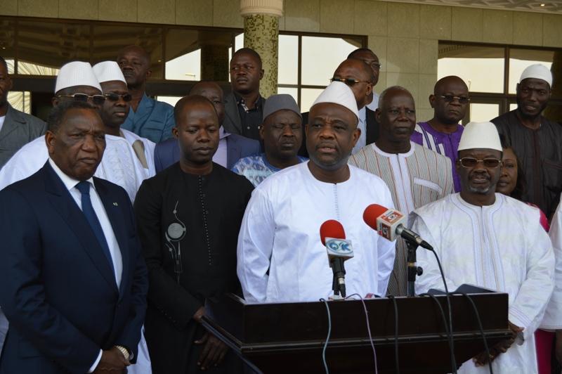 Burkina les nouveaux lus consulaires chez le pr sident for Chambre de commerce du burkina