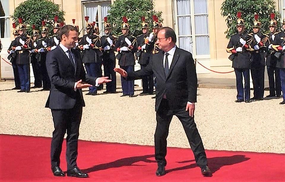 Hollande prévoit une passation de pouvoirs