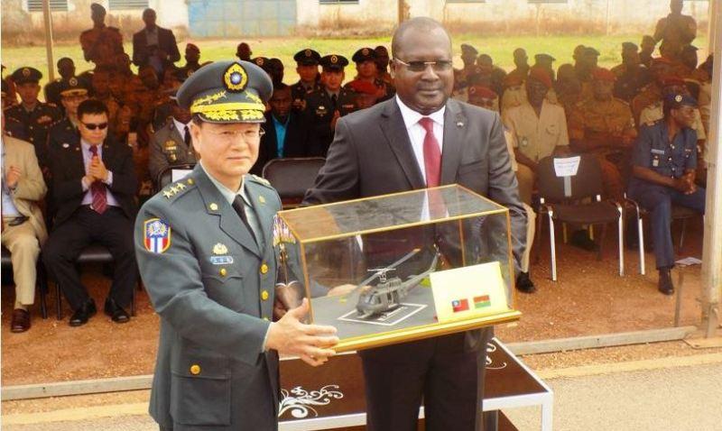 Deux hélicoptères pour le Burkina Faso