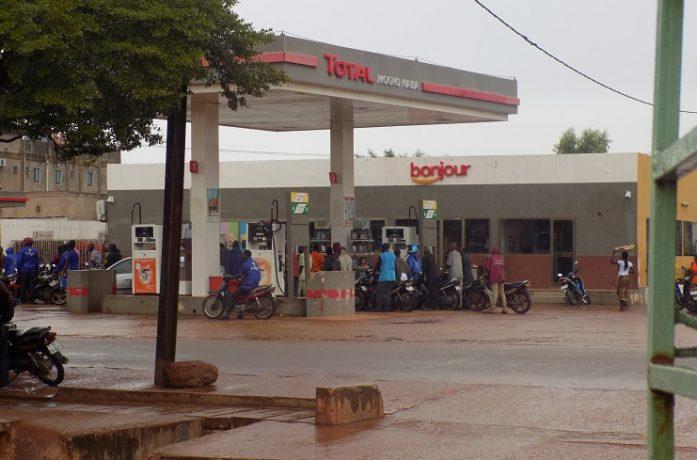 gr ve des chauffeurs ouagadougou en panne de carburant l 39 actualit du burkina faso 24h 24. Black Bedroom Furniture Sets. Home Design Ideas
