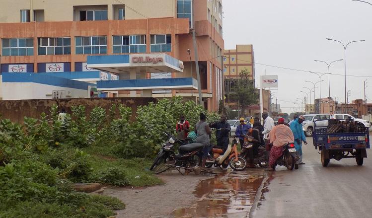gr ve des chauffeurs ouagadougou en panne de carburant. Black Bedroom Furniture Sets. Home Design Ideas